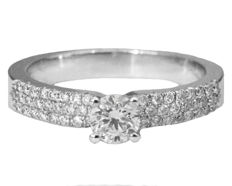 Engagement Pave Diamond Ring in 14 kt White Gold with 0.47 ct total Diamonds and IGL Report