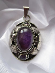 A splendid medallion from Mexico with cabochon cut amethyst and 2 small amethysts The pendant can be opened to store something.
