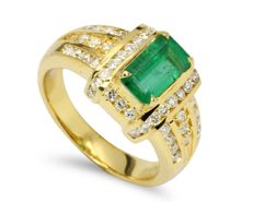 Green Emerald 18Kt Yellow Gold Diamond Ring, Weight: 7.97gram (No Reserve)