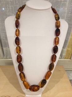 Original natural amber necklace with beads of decreasing size, central one measuring 2 cm, smallest ones 1 cm – length 67 cm