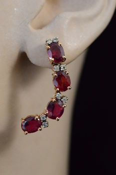 Yellow gold earrings with diamonds and rubies, 5.40 carat in total - Length: 3.5 cm