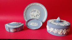 Wegwood - Two jewellery boxes and two ornamental plates