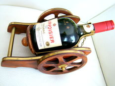 Courvoisier '*** Luxe' Cognac in its original box mounted on a carriage of cannon -