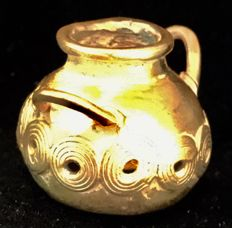 Tumbaga Gold , Colombian Tairona Culture  - 20 x 30 x 23 mm , 9,00 grams , an  Indian native ceremonial pot