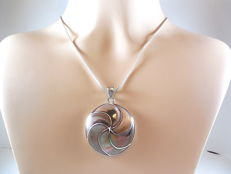 925 silver Necklace with mother-of pearl pendant