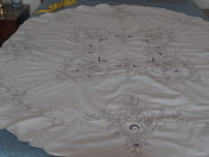 Round antique collections museum-like linen table cloth.