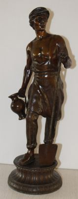 Large zamak sculpture of a man with a shovel and jug - France - end of 19th century