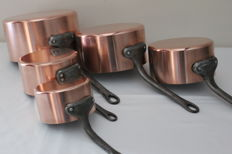 Set of five copper saucepans - Tournus