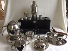 21 Piece kitchen set including a shaker, sommeliers set in wine box, tea pot on light.