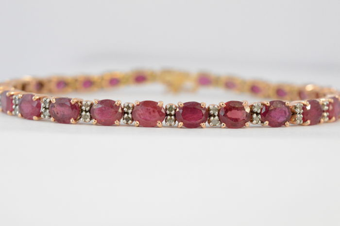 Yellow gold bracelet with diamonds and rubies of 19.00 ct in total Length: 8.5 cm