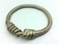 """Medieval period - Large Viking silver twisted ring with """"Knot"""" bezel - 32 mm 8,74g"""