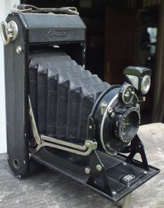 Old camera ZEISS IKON Ikonta 520/2 from 1929