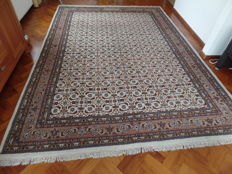 Beautiful hand-knotted Indo-Bidjar Herati carpet, 353 x 252 cm.