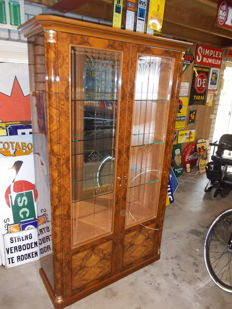 Beautiful display cabinet with lighting to display your collection, the cabinet is from the 1990s