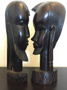 Set of 2 wooden heads - wood carving - Africa - Tanzania - second half 20th century