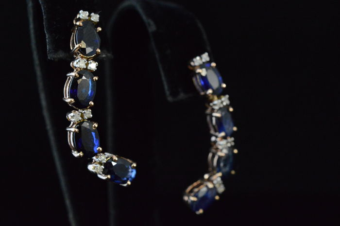 Yellow gold earrings with diamonds and sapphires, 5.20 ct in total - Length: 3.5 cm