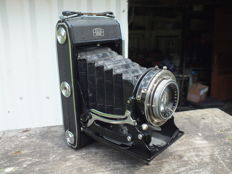 Old camera ZEISS IKON Nettar 518/2 from 1953