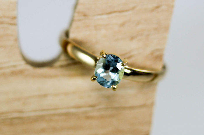 18k Gold Ring with Aquamarine; Size: 18.0mm (internal), 22.4mm (external)