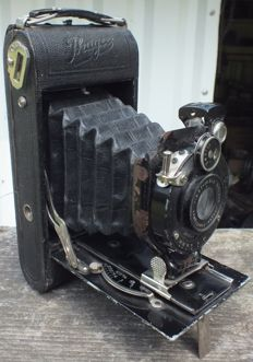 Old camera Ihagee from 1927