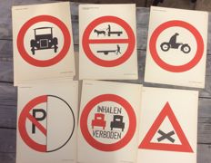 40 school posters with international traffic signs