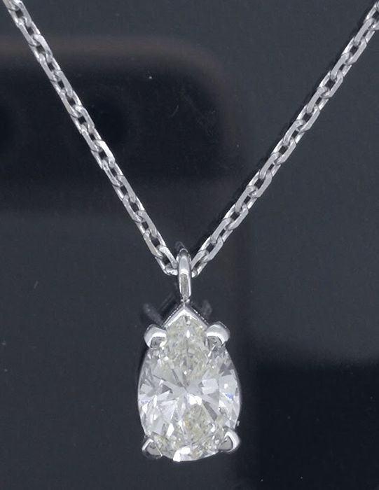 14 kt white gold necklace with a pear-shaped cut diamond of 0.50 ct *** No reserve price ***