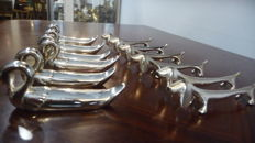 Lot 12 door knife/cutlery holders, 6 Dachshund-shaped, and 6 the ROI silver plated.