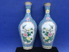 A pair of Canton enamel vases – China – mid 20th century