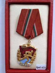 Bulgaria Military Order of the Red Flag, 1st. Emission, with old wooden case. Number 7161.