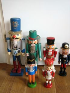 6 Nutcrackers - Westerwald of Germany - wood - around 1950/1960 - good condition