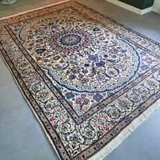 Royal Nain with silk Persian carpet – 295 x 200 – very good condition – with certificate