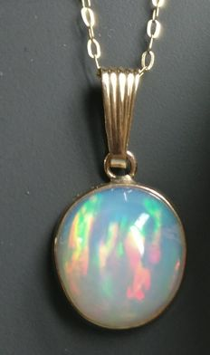 Opal pendant 14 kt gold 11.9 ct total