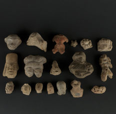 Lot of 18 Pre-Columbian Pieces - 6.4cm (largest)