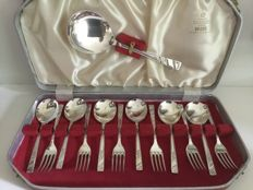 Silver plated dessert cutlery with serving spoon in case