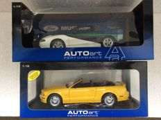 AUTOart - Scale 1/18 -  Ford Mustang Super Stallion 1999 - Blue and 2006 Ford Mustang GT Convertible - Yellow