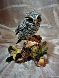 OWL on rock - Artistic sculptures of birds from Capidimonte porcelain