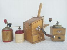 Lot of 4 grinders, one branded BG VINTAGE with drawer, two coffee grinders and one bread/Cheese grater branded PB