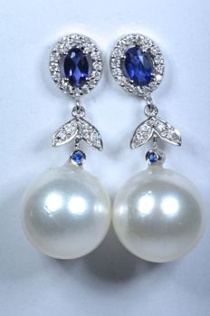 18 kt long earrings with diamonds of 0.23 ct, blue Ceylon sapphires of 0.52 ct and Australian Pearls of 11.30 mm ***No reserve***