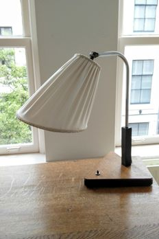 Oak desk lamp with blackened details, with nickel-plated details and silk shade
