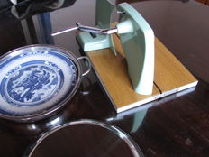 Incredible bread and meat slicer machine - Sofi 5209 - Metal pie dish with porcelain plate