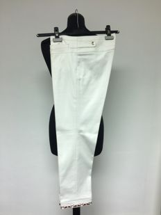 Gucci – white trousers