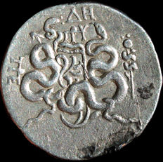 Greek Antiquity - Asia Minor. Mysia. Pergamon. Circa 166-67 BC. AR Tetradrachm (27.01 mm, 12.42 g,). Cistophoric type.