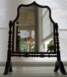 Biedermeier mahogany vanity mirror, early 20th century.