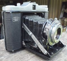 Old camera ZEISS IKON Nettar 517/16 from 1951