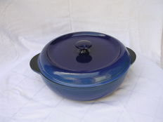 Large cast iron frying or stove pan - Made in France - deep blue - diameter 28 cm - weight 5.5 kg
