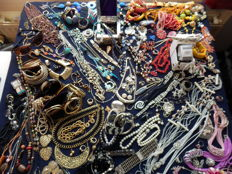 A massive lot of decorative jewellery from estate clearance over 200 items.