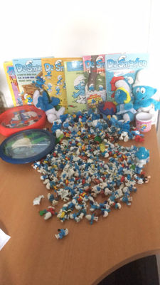 lot of 215  smurf items