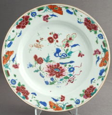 Flat fencai plate decorated with blossoming branches - China - 18th century