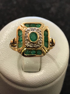Gold ring, emeralds and diamonds ** no reserve price **. Size 51/16.22 mm