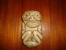 Taino Greater Antilles - Zemi tattoo stamp - anthropomorphic -  carved, chiselled and polished whitish stone - Length 95 mm, width 55 mm, height 20 mm