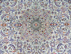 Exclusive and beautiful royal Kashan/Iran 407 x 290cm MINT CONDITION TOP QUALITY approx. 10 years, unused, fine weaving